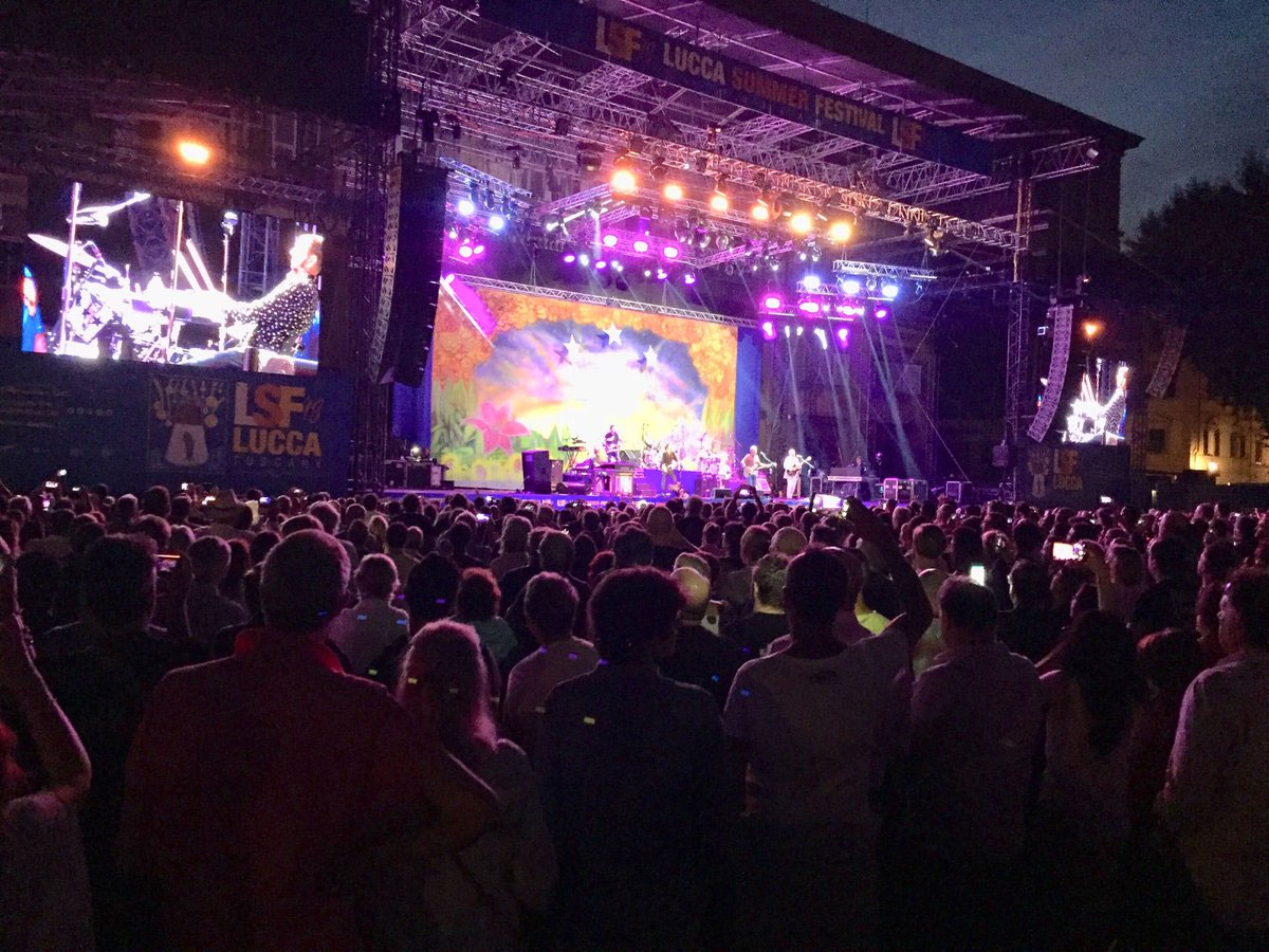 ringo starr live in lucca italy 8 july 2018 the beatles bible. Black Bedroom Furniture Sets. Home Design Ideas