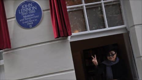 Yoko Ono unveiling a blue plaque at 34 Montagu Square, London, 23 October 2010