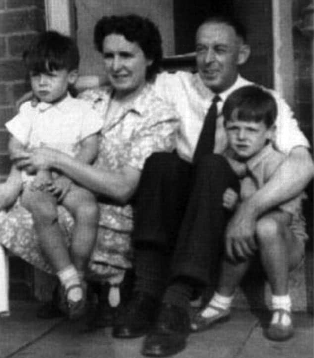 Paul McCartney and family, 1940s