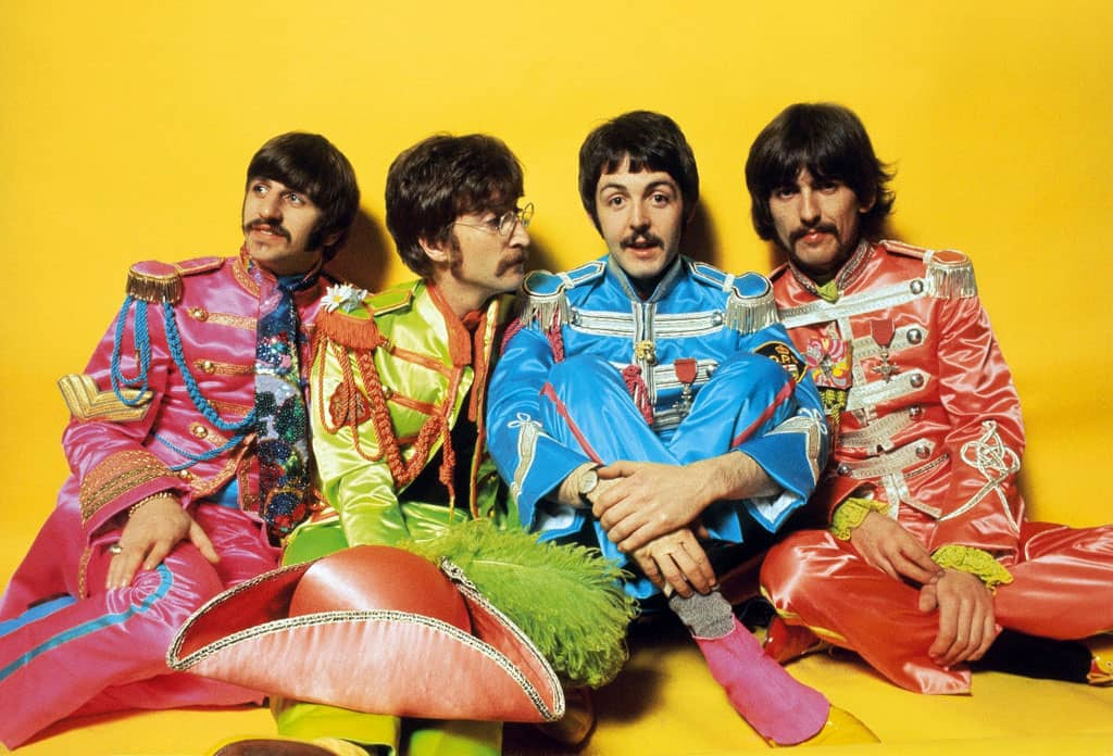 Foto kapely Beatles k albu Sgt. Pepper's Lonely Hearts Club Band