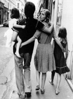 Linda+McCartney+with+her+husband+Paul+and+daughters+Heather+and+Mary+by+Alain+DeJean.jpg