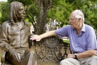 george-martin-with-lennon-statue-in-havana.jpg
