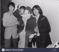 the-beatles-1968-left-to-right-paul-mccartney-ringo-starr-and-george-B3NXDY.jpg