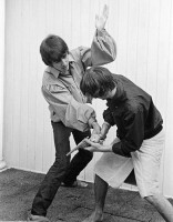 50beatles30-George-Harrison-and-Ringo-Starr-engage-stage-mock-combat-at-the-rented-home-in-Bel-Air-Los-Angeles-during-a-tour-of-the-USA-August-1964.jpg